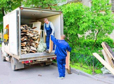 Бизнес по вывозу мусора.